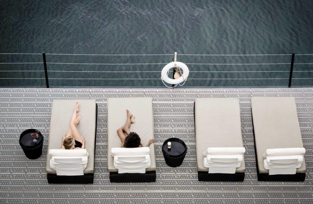 Se relaxer au spa sur l'eau Bota Bota vieux Port de Montréal